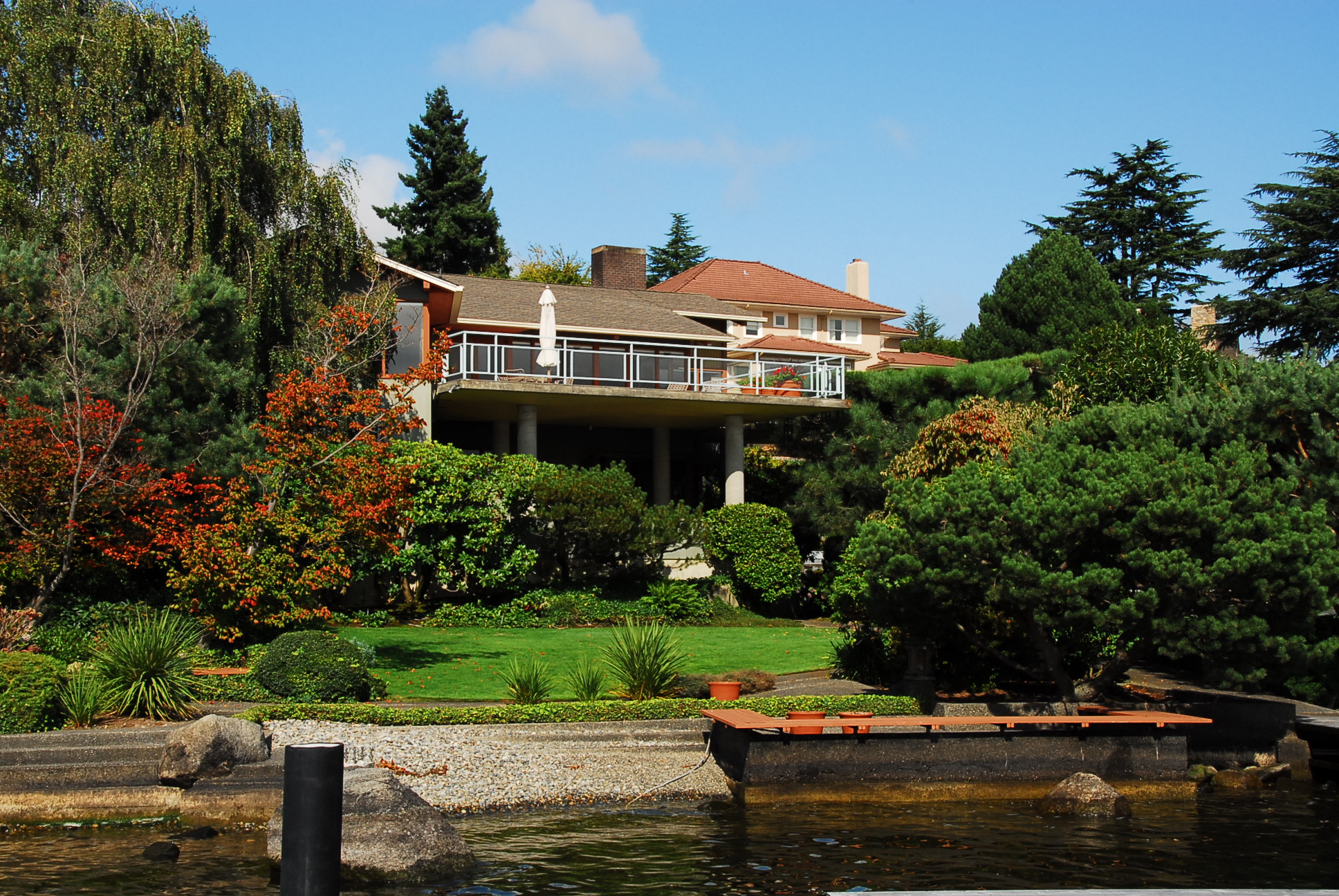 Laurelhurst waterfront property for Real estate cabins for sale